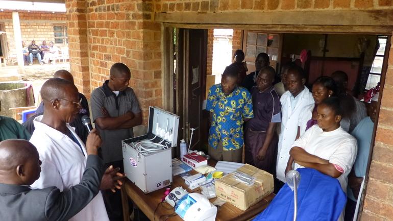Innvielse og bønn for tannlegeutstyr i Buta