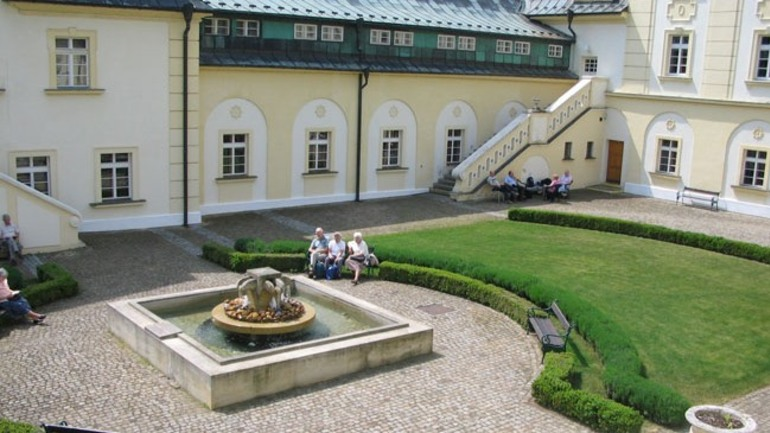 Foreslår at europeiske baptister avvikler skoledriften i Praha