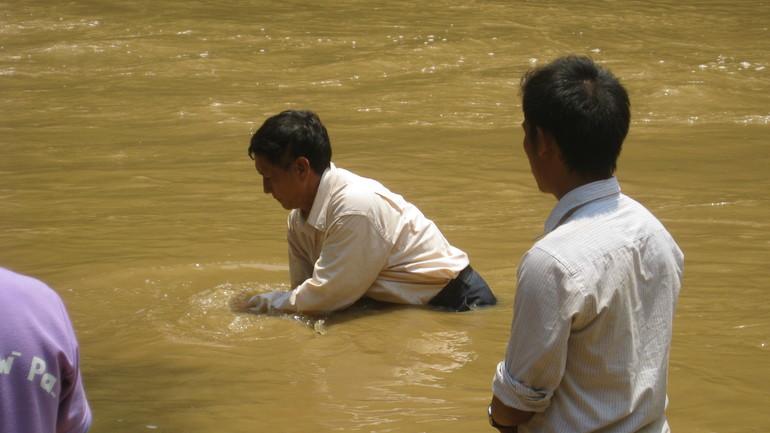 Seks døpt i Thailand