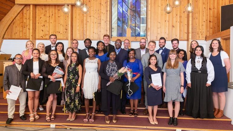 44 studenter graduerte